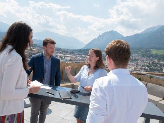 Claudia Plakolm in Gespräch mit Sophia Kircher, Eduard Fröschl und Florian Dagn