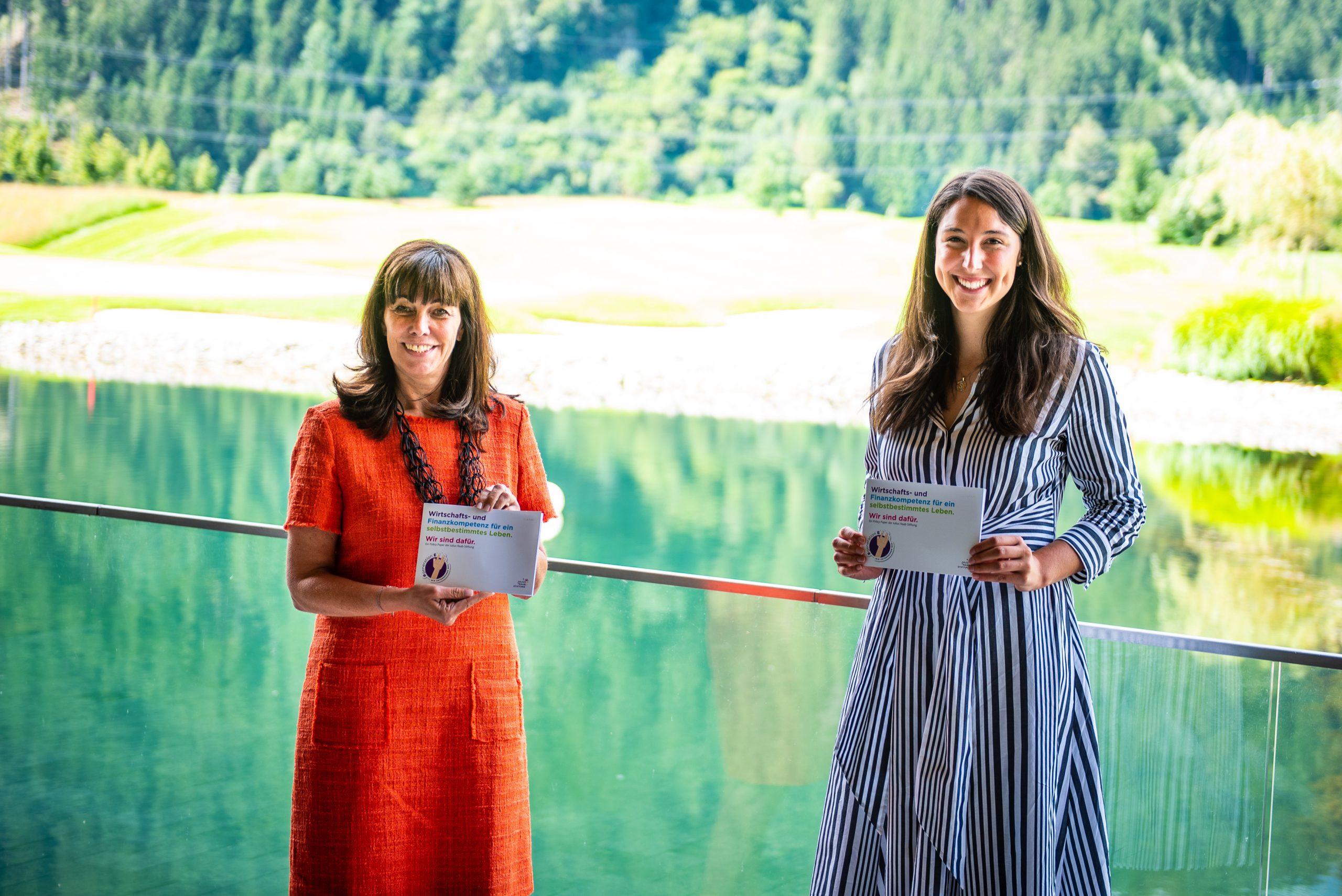JRS Präsidentin Martha Schultz und LA Sophia Kircher zur neuen Publikation der Julius Raab Stiftung